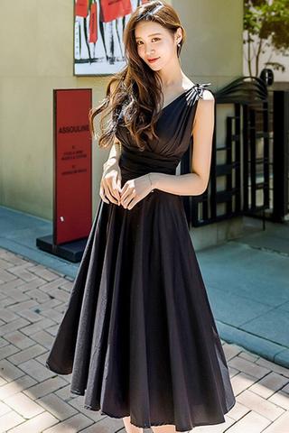 BACKORDER - Tritina Gathered Waist Dress In Black