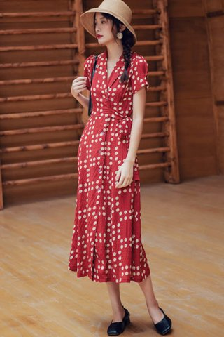 BACKORDER - Elanna Collar Side Tie Dress In Red