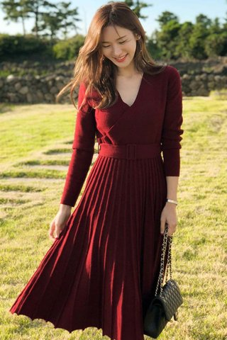 BACKORDER - Katie V-Neck Knit Pleated Dress In Wine Red
