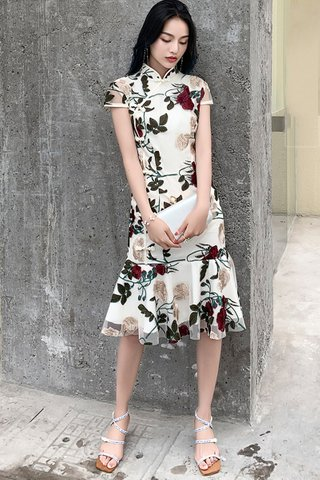 BACKORDER -Vivien Floral Embroidery  Knotted Buttons Cheongsam Dress