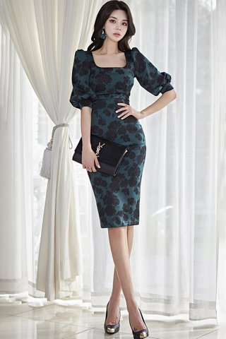 BACKORDER - Zora Floral Printed Cut Out Dress In Emerald Green