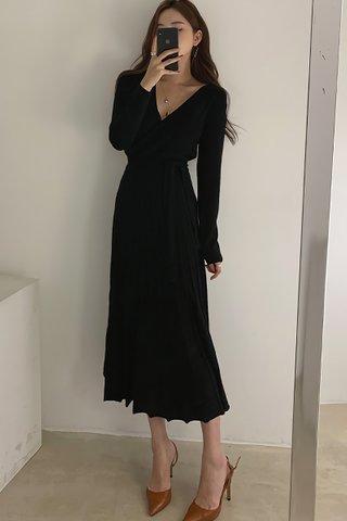 BACKORDER - Mariae V-Neck Pleat Knit Dress In Black