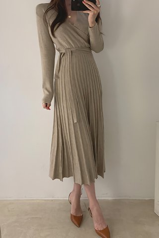BACKORDER - Mariae V-Neck Pleat Knit Dress In Khaki