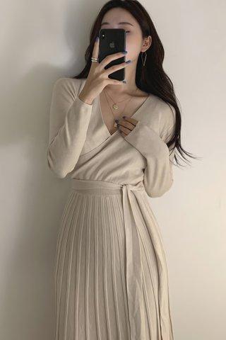 BACKORDER - Mariae V-Neck Pleat Knit Dress In Cream White