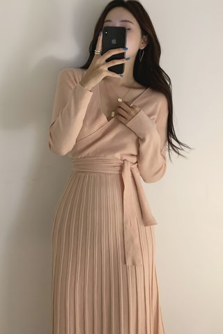 BACKORDER - Mariae V-Neck Pleat Knit Dress In Light Pink