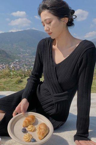 INSTOCK - Jascy Slit Sleeve Pleat Dress In Black