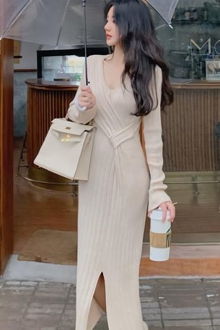INSTOCK - Jascy Slit Sleeve Pleat Dress In Cream